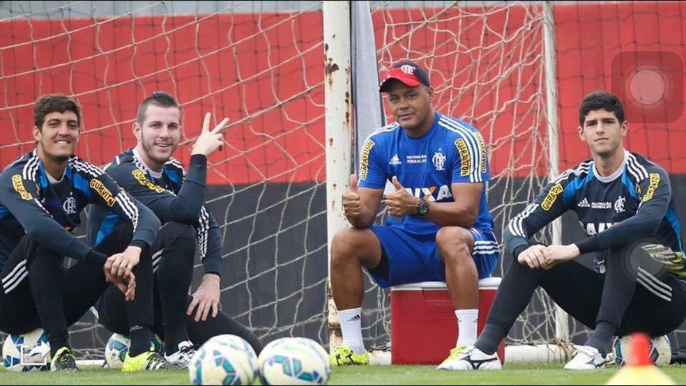 Daniel ao lado do preparador Wagner Miranda e dos ex-companheiros Paulo Victor e Thiago — Foto: Divulgação/Flamengo
