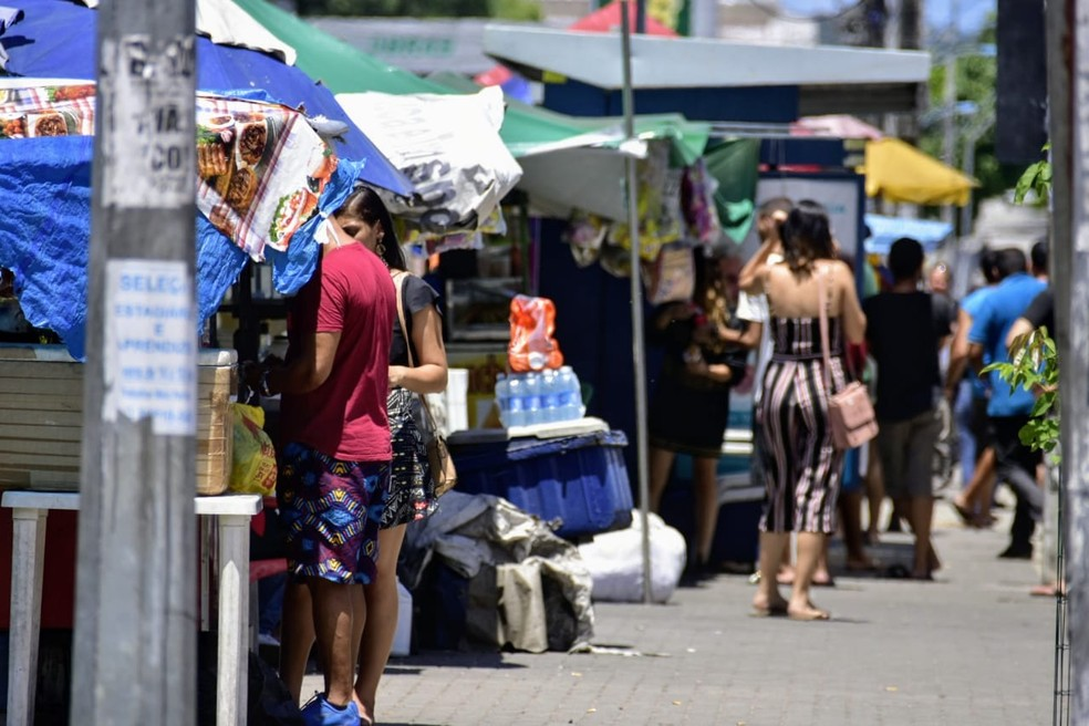 Comércio no Alecrim segue funcionando neste sábado (21) — Foto: Pedro Vitorino/Cedida