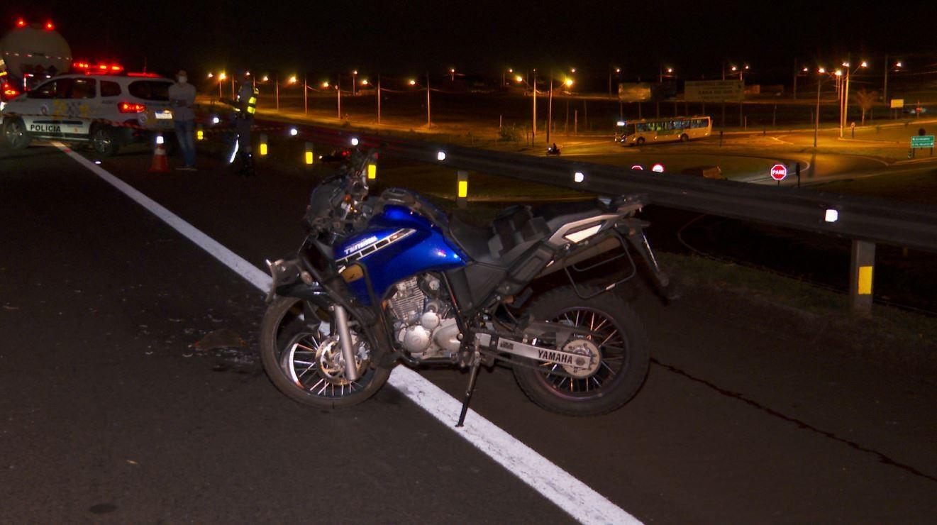 Motociclista morre após batida com caminhão na Rodovia Alexandre Balbo em Ribeirão Preto