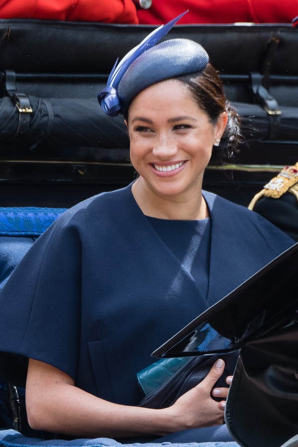 LONDON, ENGLAND - JUNE 08: Meghan, Duchess of Sussex rides by carriage down the Mall during Trooping The Colour, the Queen's annual birthday parade, on June 08, 2019 in London, England. (Photo by Samir Hussein/Samir Hussein/WireImage) (Foto: Samir Hussein/WireImage)