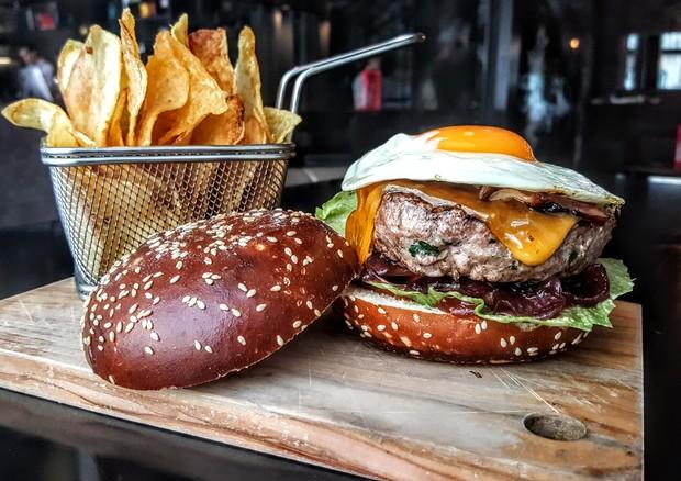 Aprenda a fazer um hambúrguer que leva o nome de Cristiano Ronaldo (Foto: Divulgação)