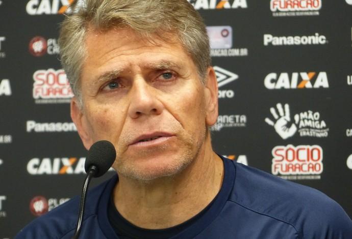 Paulo Autuori Atlético-PR (Foto: Gabriela Ribeiro)
