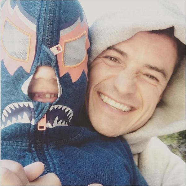 O ator Orlando Bloom com o filho (Foto: Instagram)