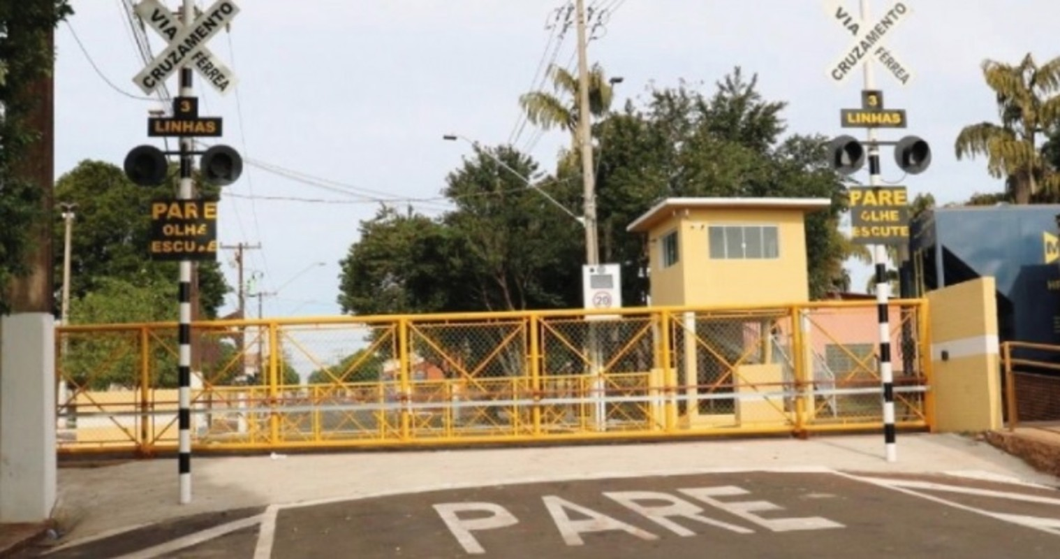 Após disputa judicial por 30 anos, Pederneiras reabre passagem de nível na área central