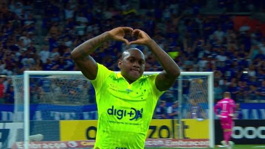 """Sassá diz que queda do Cruzeiro """"não vai acontecer"""" e analisa falta de gols: """"Tenho me cobrado"""""""