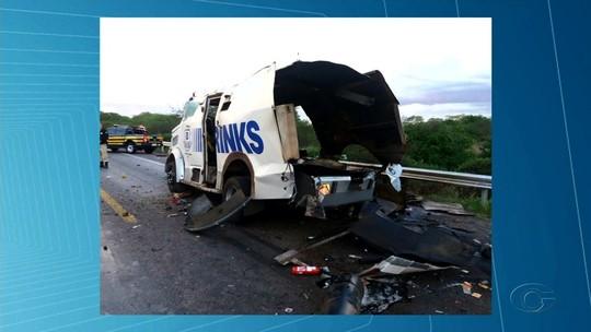 Homens armados explodem carro-forte na rodovia BR-423, em Inhapi, Alagoas