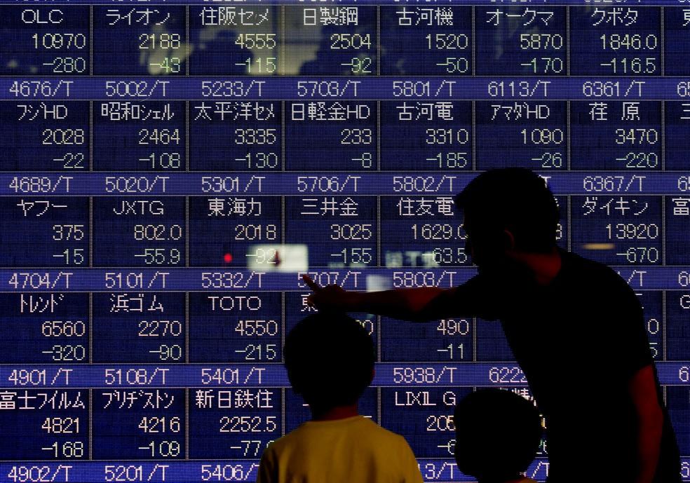 Bolsa de Tóquio perdeu 3,89% nesta quinta-feira (11). — Foto: Kim Kyung-Hoon/Reuters