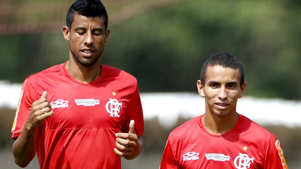 Léo Moura adota Rafinha e aconselha novo xodó: 'Tem de partir para cima'