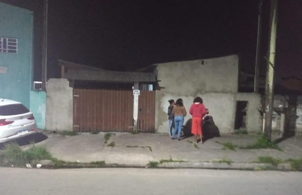 Homem de 44 anos foi encontrado morto em casa em Itanhaém, SP — Foto: G1 Santos