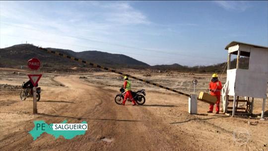 'Foi muito medo', diz moradora retirada de vila após vazamento de dique da transposição do Rio São Francisco