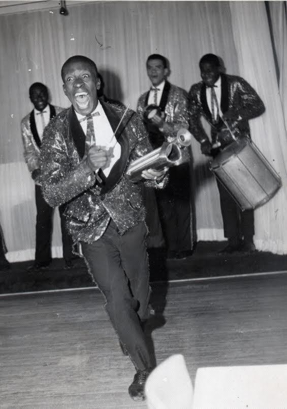 Mussum durante apresentação com o grupo Os Originais do Samba