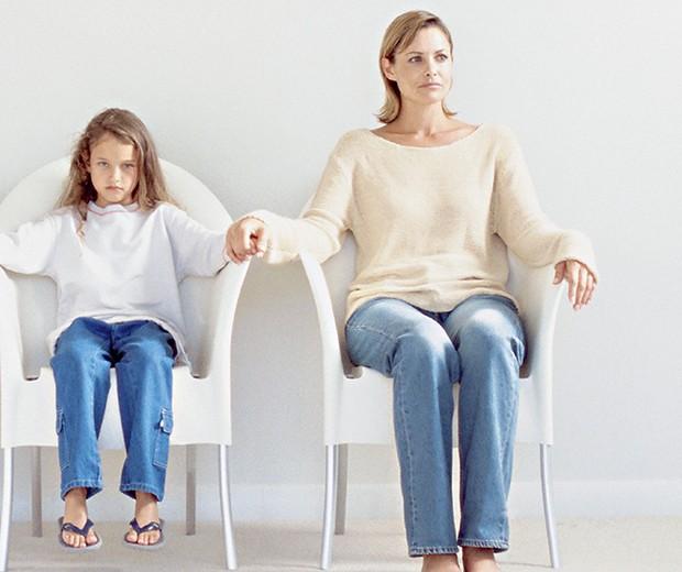 Mãe e filha no divórcio (Foto: Imagem source/Getty Images)