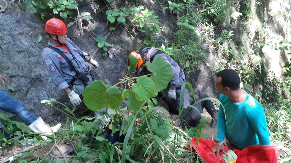 Segundo a corporação, jovem de 25 anos caiu de uma altura de mais de 60 metros de altura — Foto: Corpo de Bombeiros/Divulgação