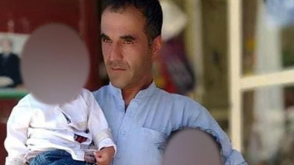 Este homem, o lojista Abdul Sami, acreditava que não corria perigo com a ascensão do Talebã, disseram as fontes — Foto: BBC