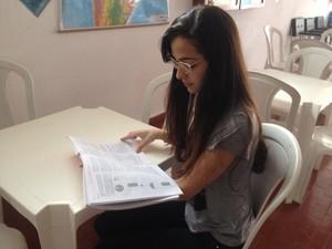 Aline passou para jornalismo em faculdade federal, más aguarda resultado da Unir (Foto: Karla Cabral/G1)