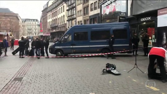 França reforça segurança após ataque com 2 mortos em mercado de Natal