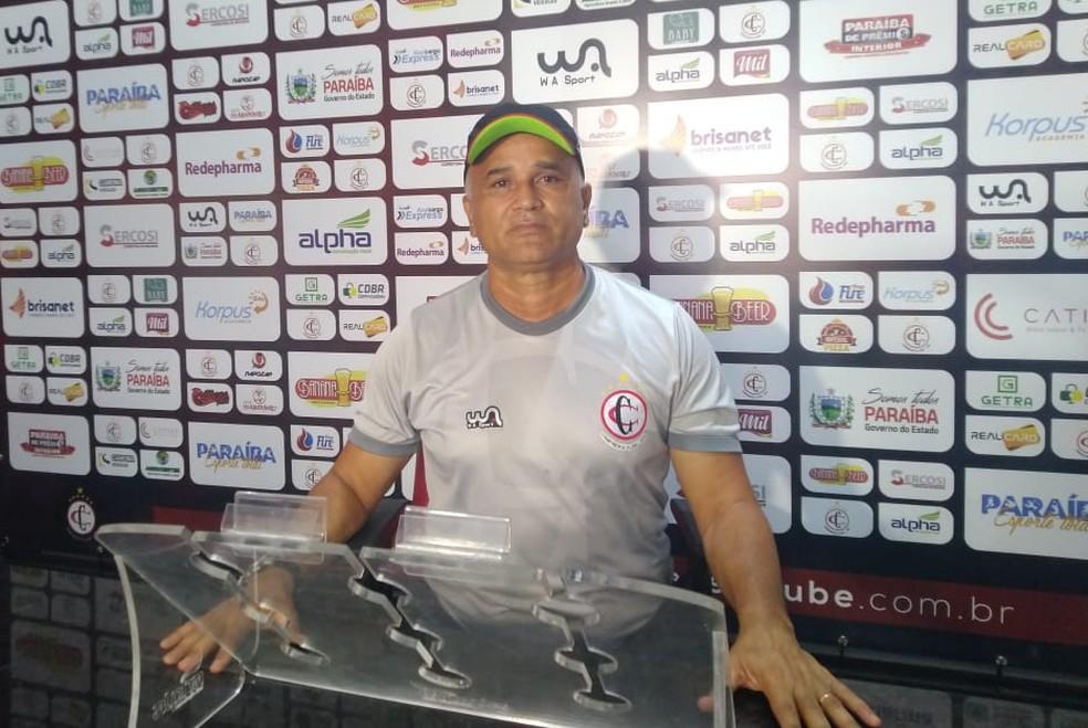 Oliveira Canindé, técnico do Campinense — Foto: Izabel Rodrigues / CBN