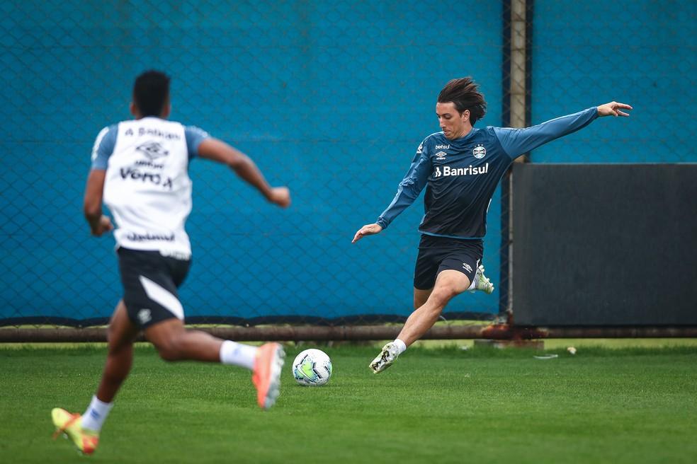 Geromel em treino do Grêmio — Foto: Lucas Uebel/Divulgação Grêmio