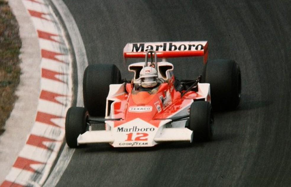 Jochen Mass estreou McLaren M26 em Zandvoort, em 1976 — Foto: Reprodução/rede social