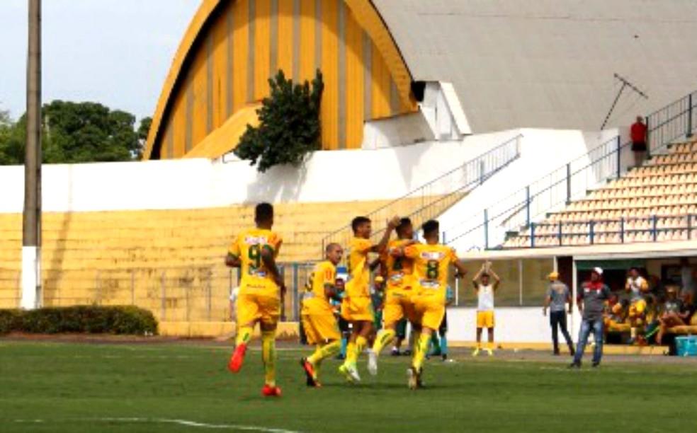 Jogadores do Mirassol festejam o gol de Ricciele que abriu o placar (Foto: Marcos Freitas/Divulgação)
