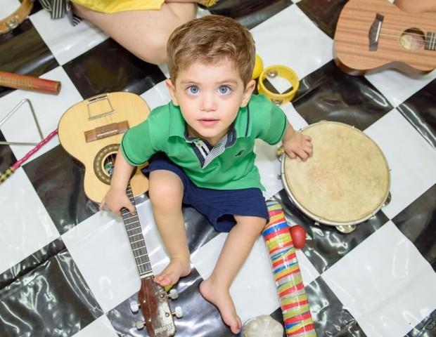 Enzo é uma criança saudável e não tem nenhuma sequela da espinha bífida (Foto: Bia Lima)