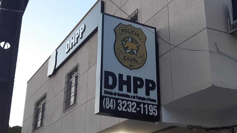 Policiais civis da Divisão de Homicídios e Proteção à Pessoa (DHPP) realizaram a prisão — Foto: Sérgio Henrique Santos/Inter TV Cabugi