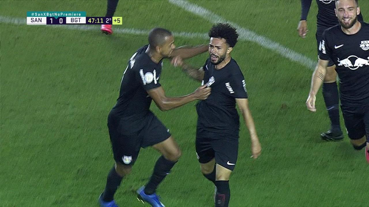 1º gol - Claudinho bate forte da entrada da área e marca contra o Santos