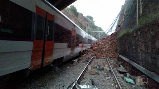Trem descarrila perto de Barcelona e deixa 1 morto e 49 feridos