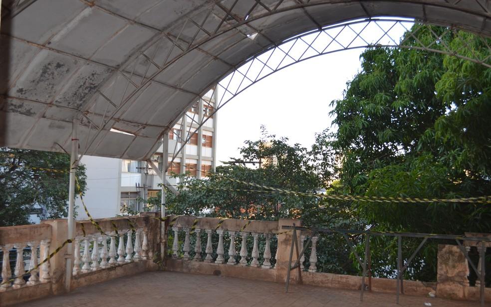 Varanda construída no andar superior do palacete servia como 'belvedere' para a família Mattos em Ribeirão Preto, SP — Foto: Werlon Cesar/G1