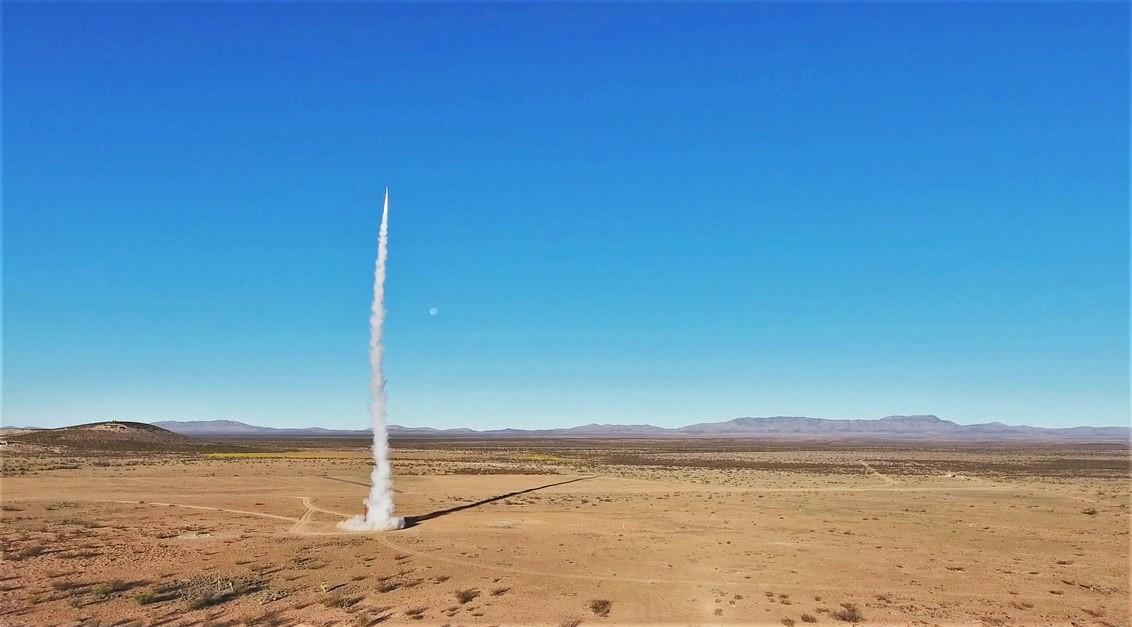 Estudantes lançam foguete para o espaço (Foto: USC ROCKET PROPULSION LAB)