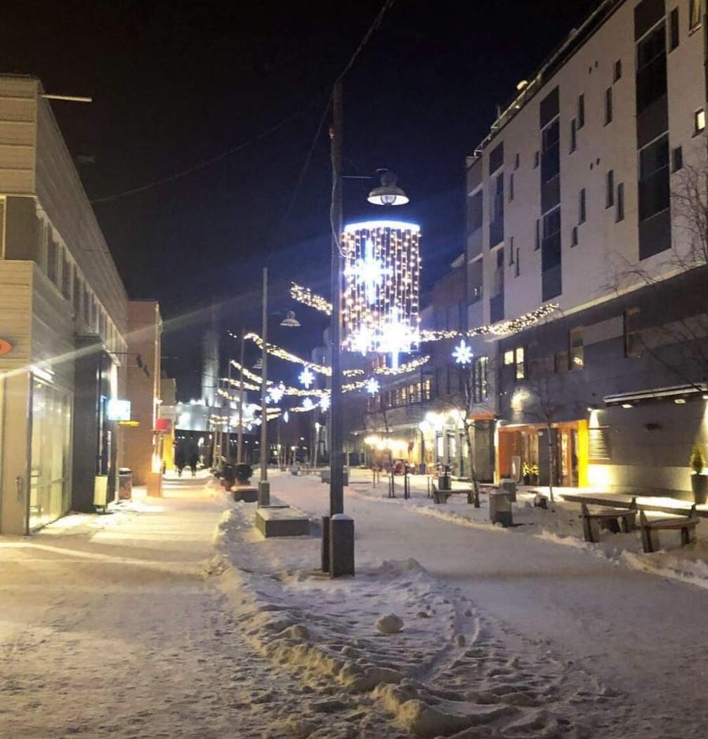 Rua em Alta, na Noruega, por volta das 14h durante o inverno — Foto: Nathália Pimenta/Arquivo Pessoal