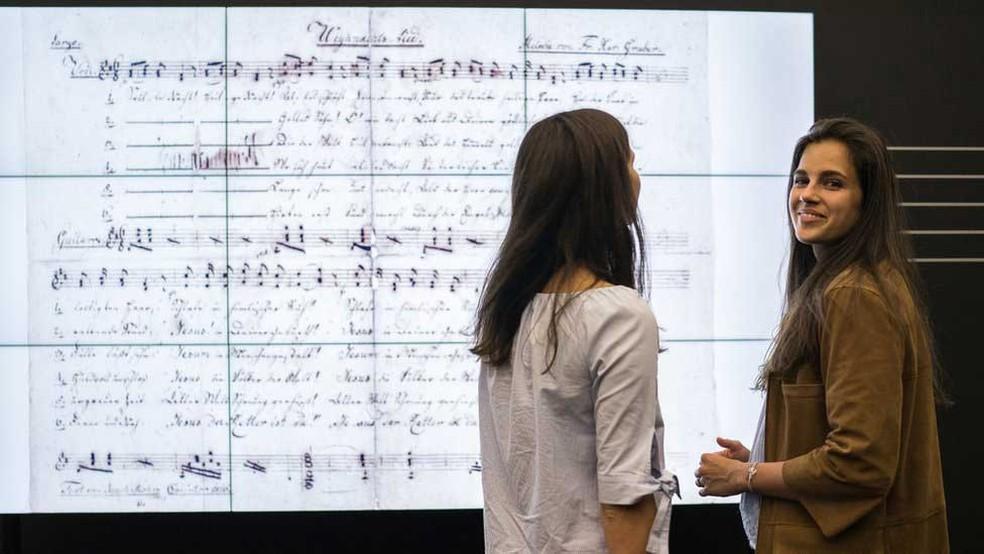 O museu de Salzburgo exibe as cifras e letras originais da música  — Foto: Stille Nacht - SalzburgerLand Tourismus GmbH