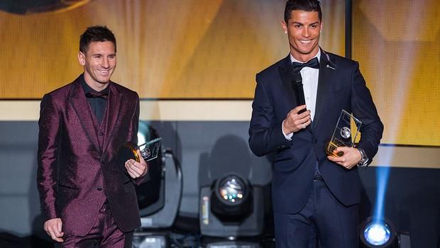 Lionel Messi e Cristiano Ronaldo na cerimônia de entrega da Bola de Ouro em 2014 (Foto: Philipp Schmidli/Getty Images)