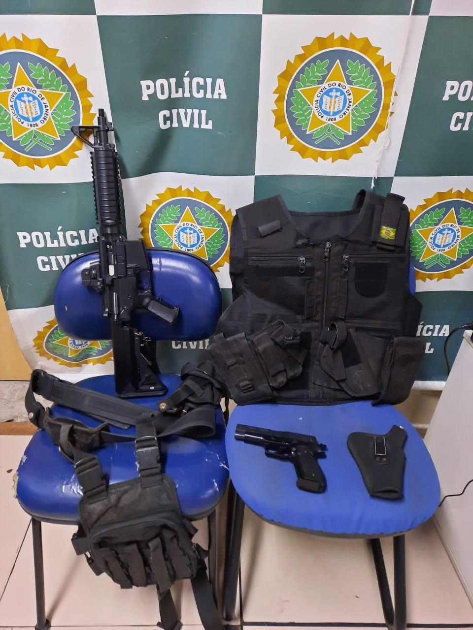 Homem usava réplica de fuzil e pistola para fazer mulher refém em Santa Cruz, no Rio