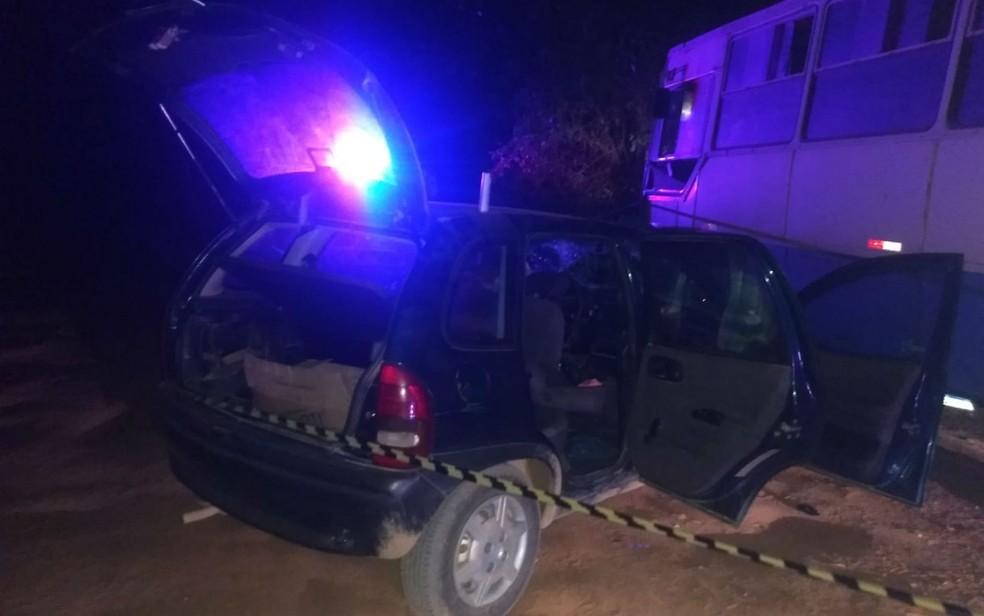 Acidente entre carro e ônibus deixa dois mortos em rodovia na Bahia — Foto: Divulgação/PRE