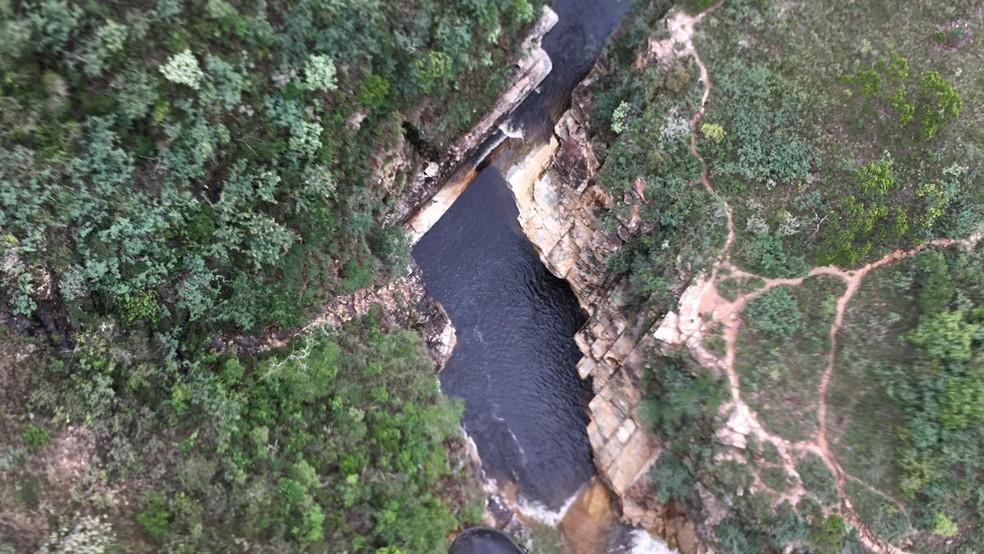 Três pessoas morreram após cabeça d'água atingir complexo de cachoeiras em MG — Foto: Corpo de Bombeiros/Divulgação