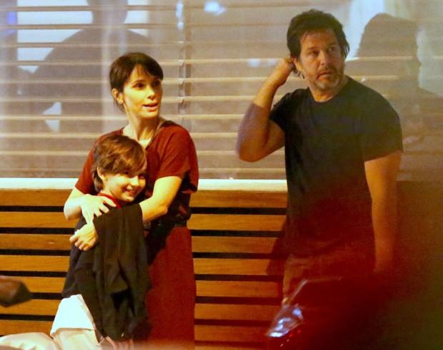 Débora Falabella e Murilo Benício com Nina (Foto: Thiago Martins/AgNews)