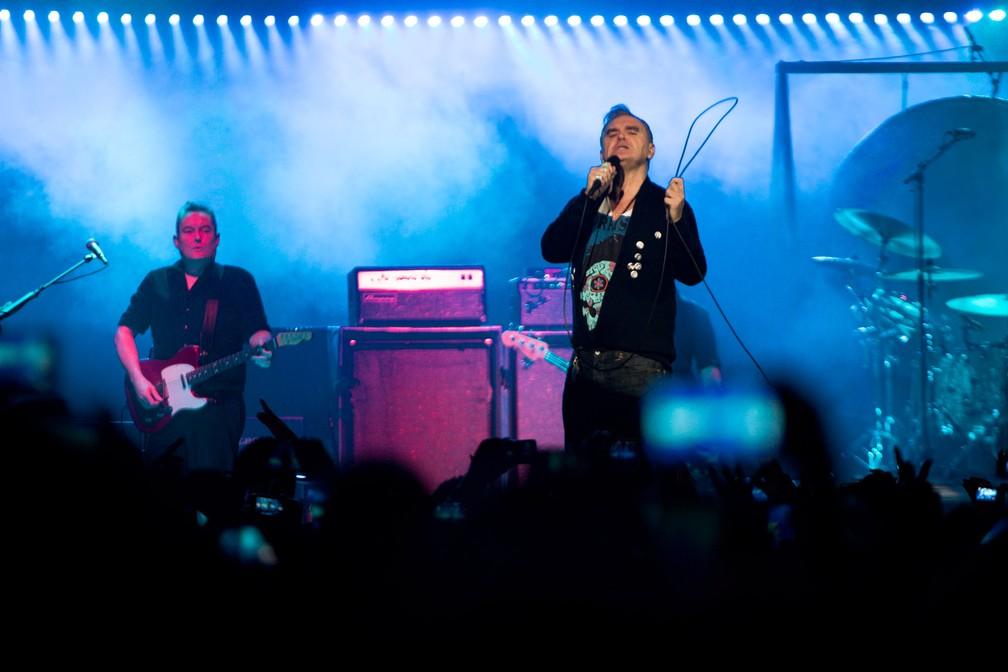 O cantor britânico Morrissey durante show neste domingo (2) no Espaço das Américas, em São Paulo — Foto: Marcelo Brandt/G1
