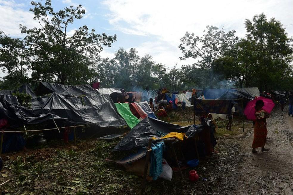 Refugiados rohingya ficam em tendas em acampamento Kutupalong, no sudeste de Bangladesh, em imagem de arquivo  (Foto: Munir Uz Zaman / AFP )