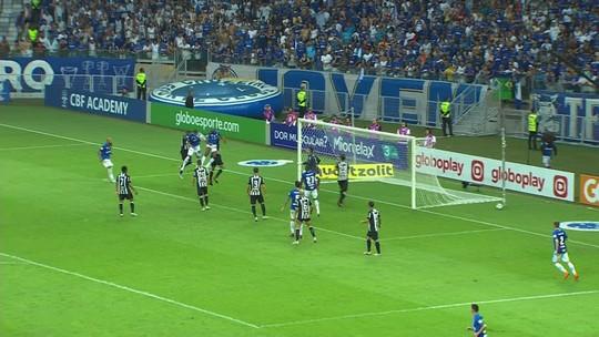 Victor salva com defesa no final e reconhece desempenho abaixo do Atlético-MG em clássico no Mineirão
