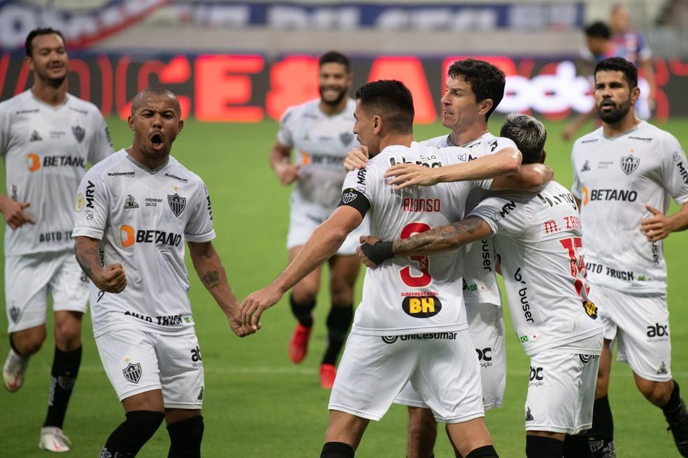 Jogadores do Atlético-MG comemoram gol do Alonso contra o Fortaleza — Foto: Kely Pereira/AGIF