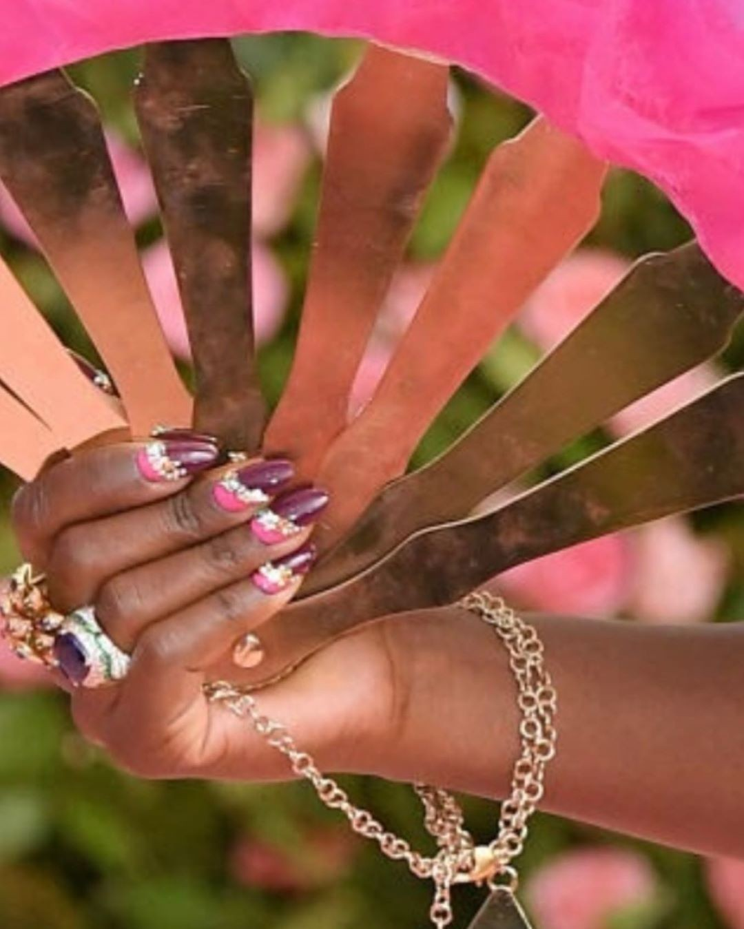 As unhas de Lupita Nyong'o (Foto: Instagram/ Reprodução)