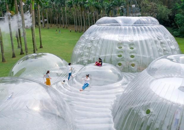 Arquitetos criam montanha inflável na China (Foto: Divulgação)