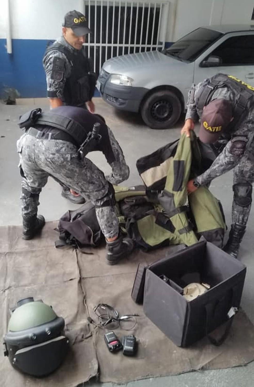 Equipe do Gate foi até Araçariguama para recolher os explosivos — Foto: GCM Assis/Facebook/Reprodução