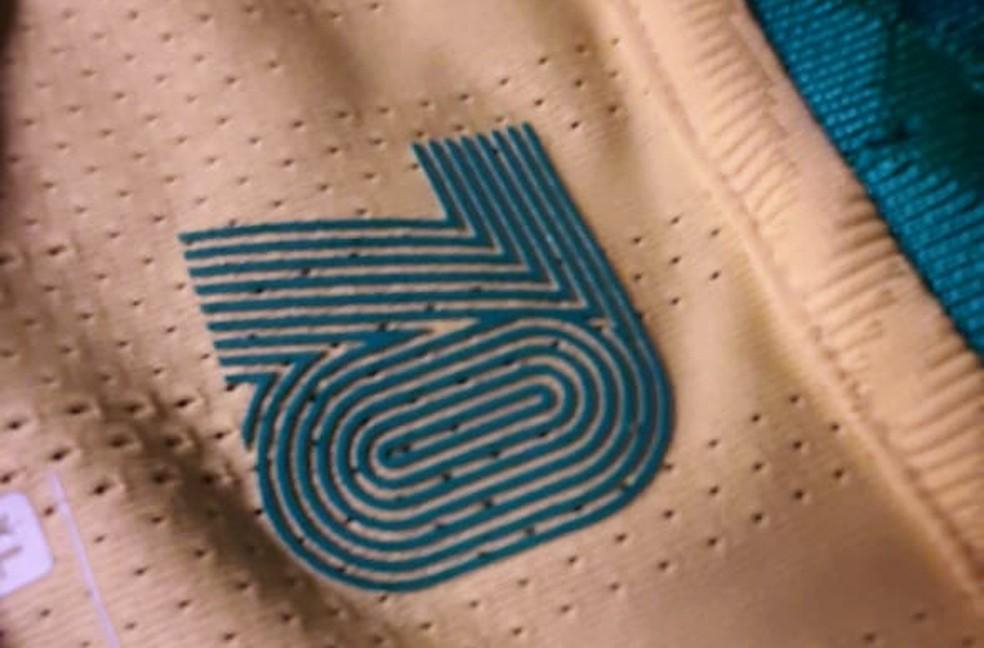 Detalhe da nova camisa da seleção brasileira — Foto: Márcio Iannacca / ge.globo
