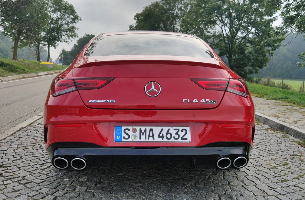 Exhaust dual exits mark the rear of the Mercedes-AMG CLA 45 S - Photo: André Paixão / G1
