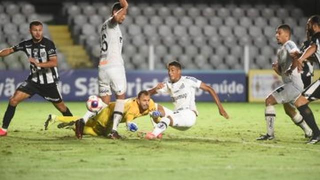 Bruno Marques aproveita falha do goleiro da Inter de Limeira para dar a vitória ao Santos
