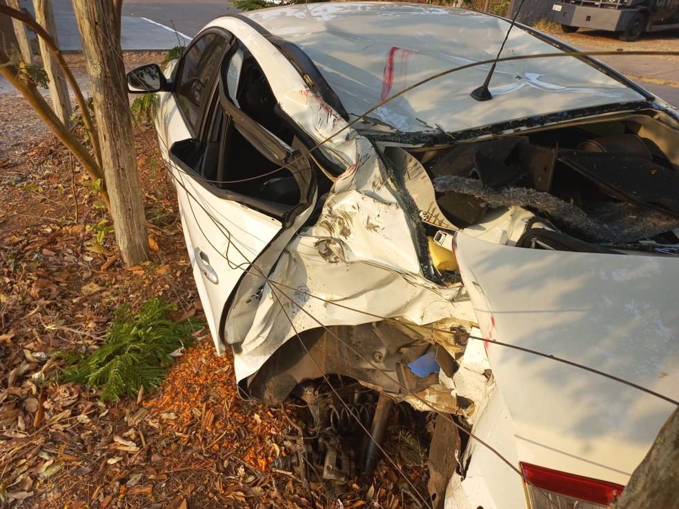 Traseira do carro envolvido no acidente ficou destruída — Foto: Polícia Civil/Divulgação