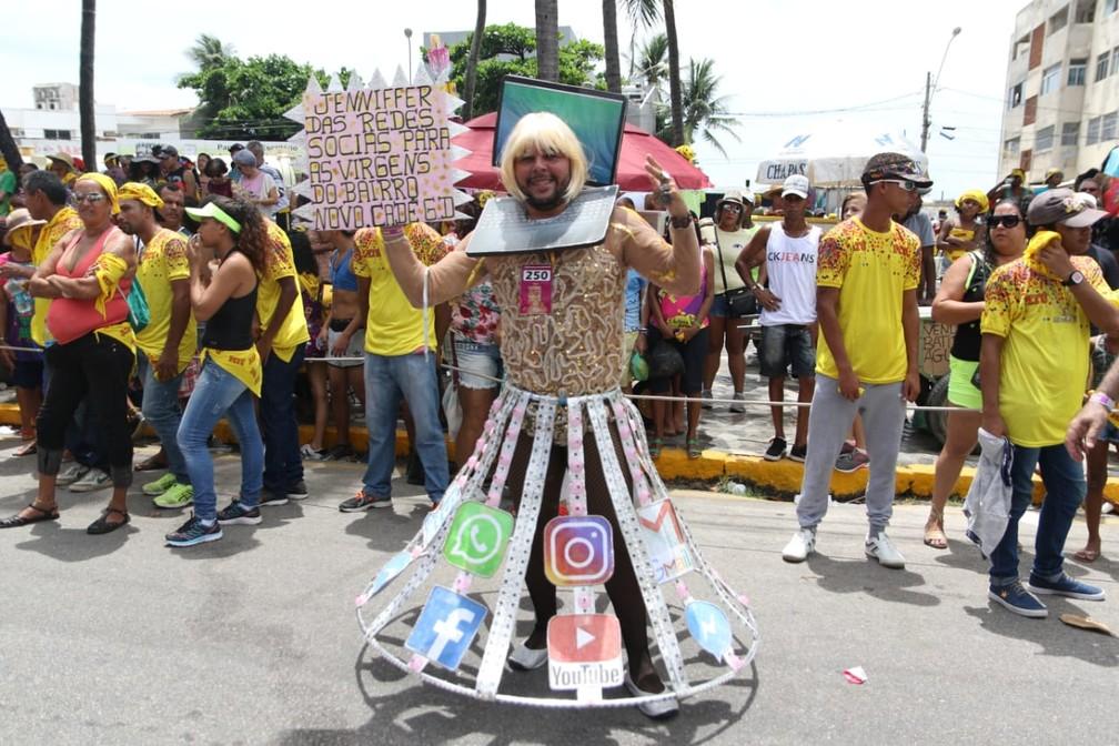 Jennifer, personagem do hit de Gabriel Diniz, também serviu de inspiração no desfile das Virgens do Bairro Novo, em Olinda — Foto: Aldo Carneiro/Pernambuco Press