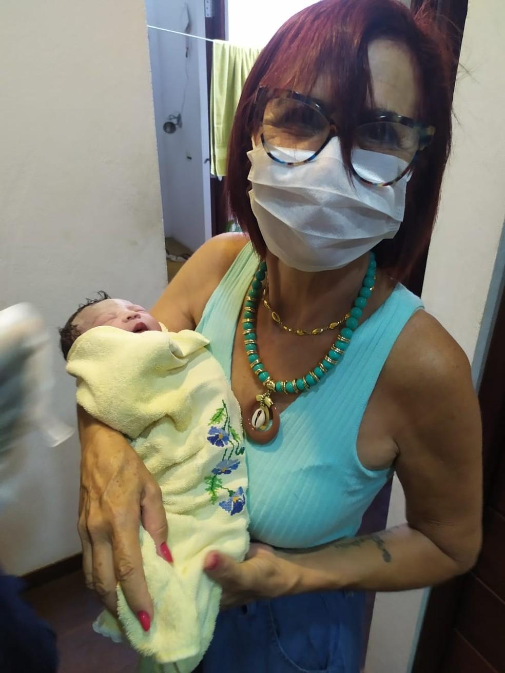 Empresária Lúcia Dantas ajudou a realizar parto em banheiro de restaurante de Natal — Foto: Cedida